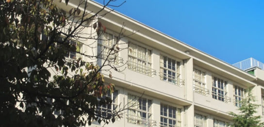 学校の建物の写真